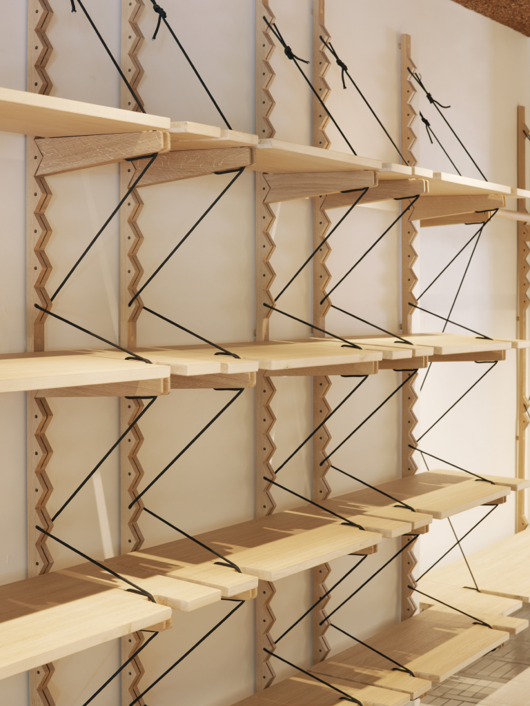 APC-BATIGNOLLES-RETAIL-LAURENT-DEROO-ARCHITECTE-HANGER-WOOD-SHELF-PORTANT-BOIS-ETAGERE