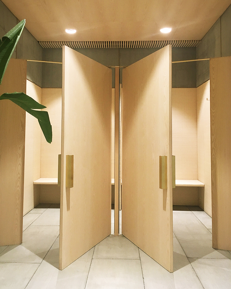 MASSCOB-BARCELONE-RETAIL-LAURENT-DEROO-ARCHITECTE-CABINE-ESSAYAGE-BOIS MASSCOB-BARCELONE-RETAIL-LAURENT-DEROO-ARCHITECTE-FITTING-ROOM-WOOD